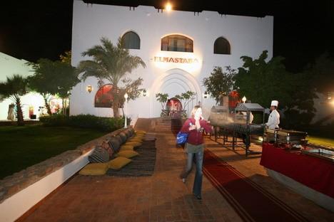 Restorāns Al Hambra. Viesu rīcībā kūrorta teritorijā ir 10 restorāni, vairāki bāri pludmalē un pie baseiniem, skaistumkopšanas centrs Elisir, amfiteāt