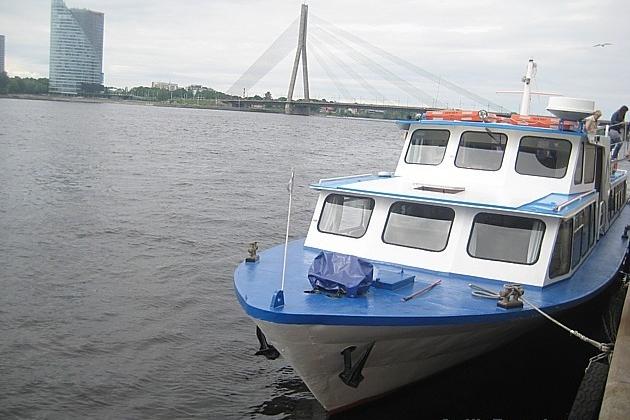 Kuģītis ir viens no vecākajiem satiksmes veidiem Rīgai ar Jūrmalu, un arī tagad interesentiem ir iespēja doties aizraujošā braucienā