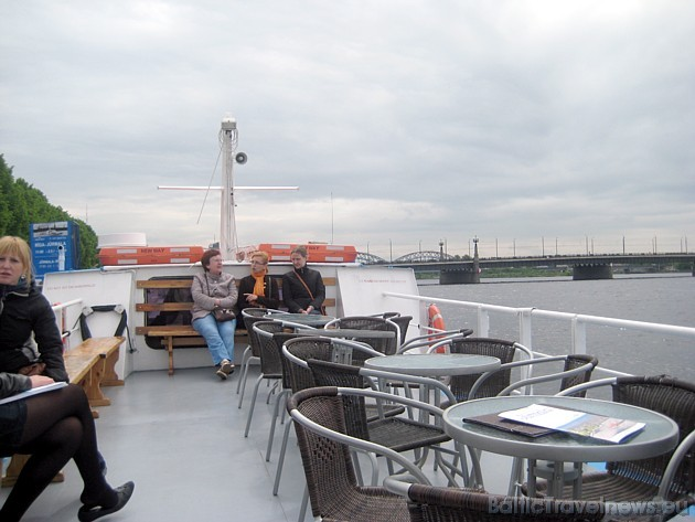 Rīgā kuģītis atiet no piestātnes 11. Novembra krastmalā pretī Rīgas pilij, no Lielā Kristapa skulptūras 50 metrus virzienā uz akmens tilta pusi