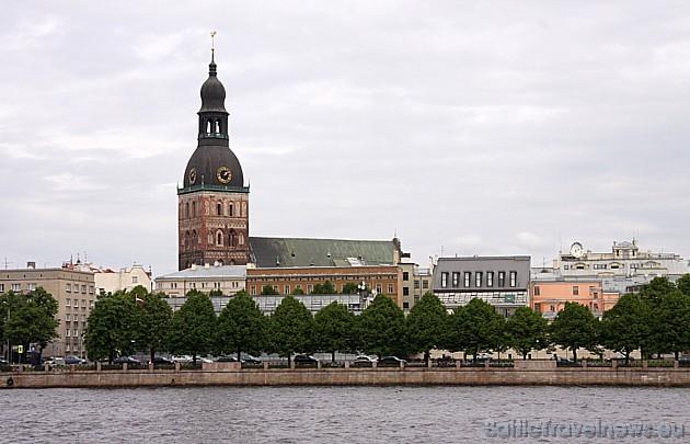 Stalti slejas Rīgas doma baznīca