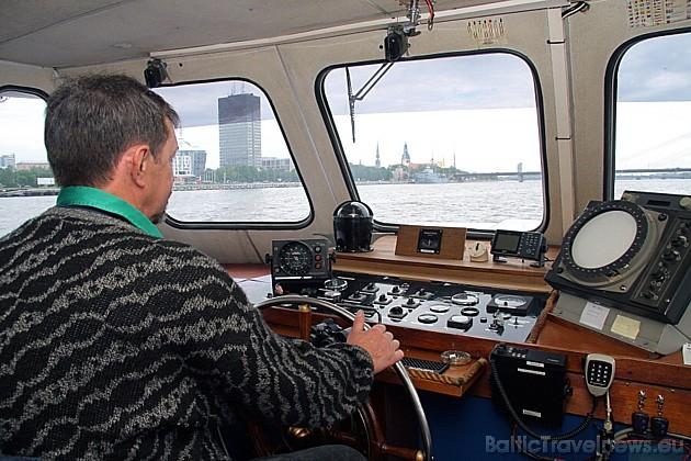 Kuģīša kapteinis ne vienmēr laižas sarunās ar viesiem