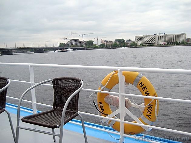 Upes kuģītis New Way spēj uzņemt gandrīz 100 pasažieru vienā reisā