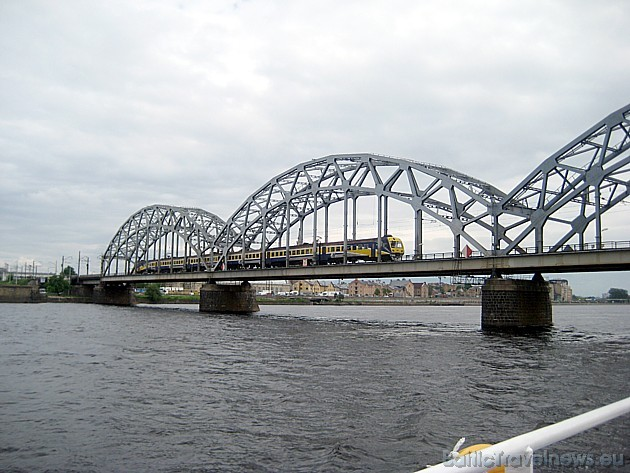 Daugavas upi šķērso vairāki tilti