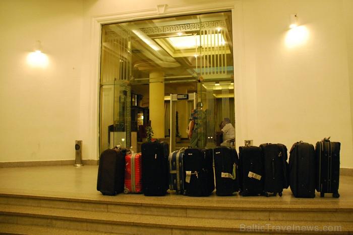 Koferus uz viesnīcu numuriņiem nogādā speciāli nesēji  - www.novatours.lv