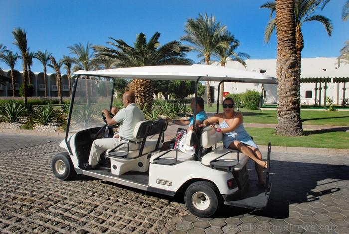 Izmanto kādu transporta līdzekli, lai nokļūtu līdz pludmalei  - www.novatours.lv