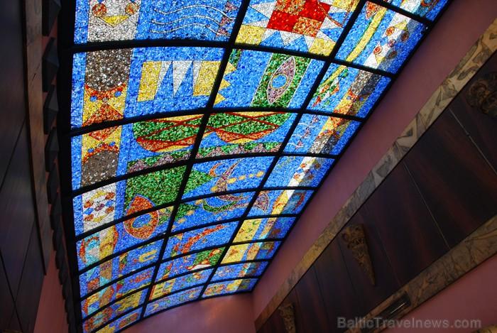 Viesnīcas SHARM INN AMAREIN interjera sastāvdaļa – mozaīku griesti - www.novatours.lv