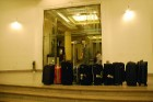 Koferus uz viesnīcu numuriņiem nogādā speciāli nesēji  - www.novatours.lv 18