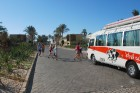 Var izmantot arī busiņu, lai nokļūtu pludmalē  - www.novatours.lv 25