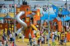 Ar ziepju burbuļu salūtu Rīgā atklāj Centra sporta kvartāla rotaļu laukumu 27