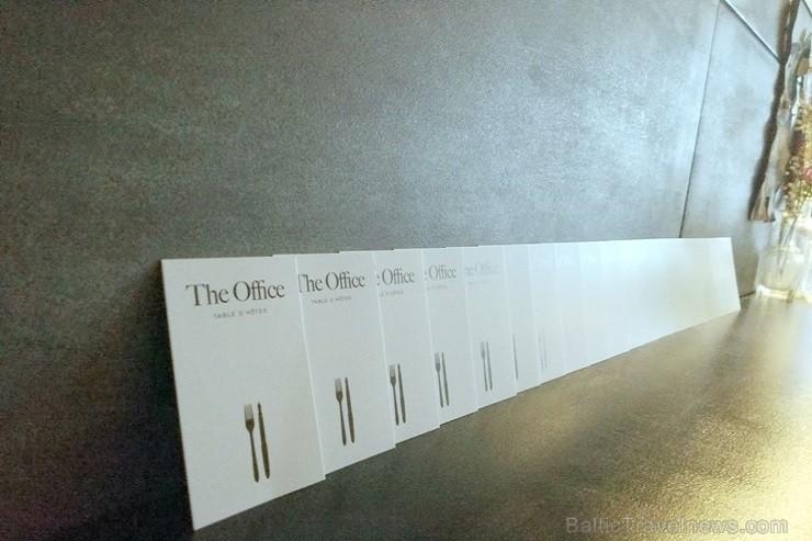 Urbānās Parīzes nekurienes vidū - mākslinieku mājā - meklējams smalks restorāniņš «The Office»