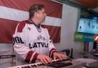 Kaislīgākos hokeja fanus, kā ik gadu, pulcē Hokeja fanu māja pie «Islande Hotel» 3
