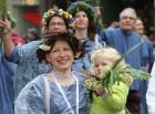 Dziesmu un deju svētku atklāšanas gājiens pulcē Rīgā visus Latvijas novadus (701-800) 76