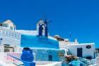 Santorini ir viens no iecienītākajiem romantiķu galamērķiem, kas vilina ar  pārsteidzošām panorāmām, romantiskiem saulrietiem un vulkānisko smilšu plu 8