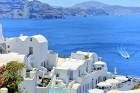 Santorini ir viens no iecienītākajiem romantiķu galamērķiem, kas vilina ar  pārsteidzošām panorāmām, romantiskiem saulrietiem un vulkānisko smilšu plu 10