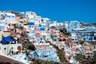 Santorini ir viens no iecienītākajiem romantiķu galamērķiem, kas vilina ar  pārsteidzošām panorāmām, romantiskiem saulrietiem un vulkānisko smilšu plu 14