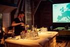 Kopā ar bārmeni Rūdolfu Milzarāju ikviens varēja izmēģināt savas prasmes kokteiļu pagatavošanā un uzzināt, kā pagatavot interesantus un baudāmus kokte 3