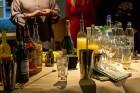 Kopā ar bārmeni Rūdolfu Milzarāju ikviens varēja izmēģināt savas prasmes kokteiļu pagatavošanā un uzzināt, kā pagatavot interesantus un baudāmus kokte 9