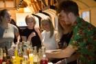 Kopā ar bārmeni Rūdolfu Milzarāju ikviens varēja izmēģināt savas prasmes kokteiļu pagatavošanā un uzzināt, kā pagatavot interesantus un baudāmus kokte 10