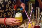 Kopā ar bārmeni Rūdolfu Milzarāju ikviens varēja izmēģināt savas prasmes kokteiļu pagatavošanā un uzzināt, kā pagatavot interesantus un baudāmus kokte 18