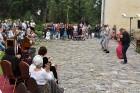 Ar galminieku izklaidēm, cirka mākslinieku un improvizatoru izrādēm,  koncertu un citām nebēdnībām Jaunpils pilī svin svētkus «Ēverģēlības pils galmā» 40