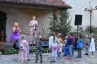 Ar galminieku izklaidēm, cirka mākslinieku un improvizatoru izrādēm,  koncertu un citām nebēdnībām Jaunpils pilī svin svētkus «Ēverģēlības pils galmā» 41