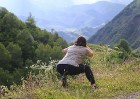 Cilvēki kalnos priecājas kā mazi bērni. Atbalsta: Georgia.Travel 2