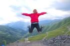 Cilvēki kalnos priecājas kā mazi bērni. Atbalsta: Georgia.Travel 27