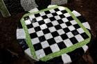 Gulbenes novadā Stradu pagasta esošajā Stāķu parkā, ir izvietots dīvāns, atpūtas krēsls un galds, uz kura var spēlēt šahu, un tas viss veidots skaistā 15