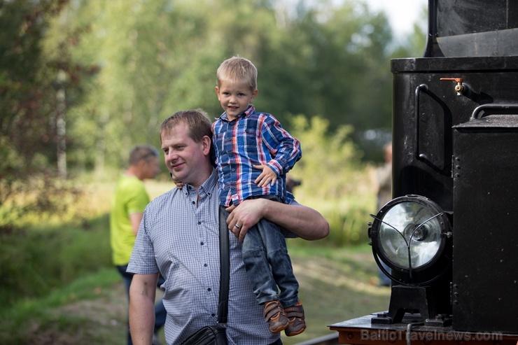 Alūksnē lustīgi svin Bānīša svētkus - vienīgā regulāri kursējošā šaursliežu dzelzceļa vilciena 116.dzimšanas dienu