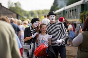 Alūksnē lustīgi svin Bānīša svētkus - vienīgā regulāri kursējošā šaursliežu dzelzceļa vilciena 116.dzimšanas dienu 5