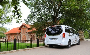 Travelnews.lv apceļo Latviju ar jauno biznesa klases mikroautobusu «Mercedes-Benz V-Klase» 43