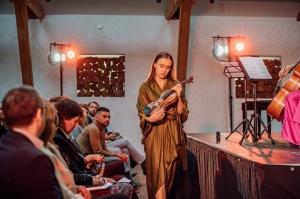 Rūmenes muižā, atzīmējot atjaunošanas 10 gadu jubileju, atklāj jaunu kultūras un svinību telpu KŪTS 25