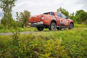 400 kilometru garajā testa maršrutā pa Zemgali tika izbrauktas gludas šosejas, rakstaini asfalta ielāpi un strauji līkumi 4