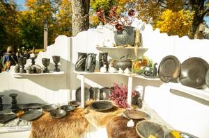 Kuldīgā ar bagātīgu tirdziņu, gardiem ēdieniem, dzērieniem un izklaidēm ikvienu apmeklētāju sagaidīja nozīmīgākais rudens pasākums – Hercoga Jēkaba ga 18