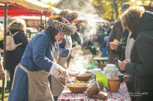 Kuldīgā ar bagātīgu tirdziņu, gardiem ēdieniem, dzērieniem un izklaidēm ikvienu apmeklētāju sagaidīja nozīmīgākais rudens pasākums – Hercoga Jēkaba ga 25
