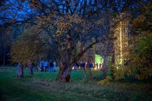 Vienkoču parkā norisinājās Uguns Nakts, kura mērķis ir vienu īso rudens dienu padarīt ilgāk gaišu, dot iespēju uzlādēt sevi ar sveču gaismu un siltumu 13
