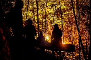 Vienkoču parkā norisinājās Uguns Nakts, kura mērķis ir vienu īso rudens dienu padarīt ilgāk gaišu, dot iespēju uzlādēt sevi ar sveču gaismu un siltumu 20