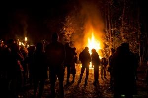 Vienkoču parkā norisinājās Uguns Nakts, kura mērķis ir vienu īso rudens dienu padarīt ilgāk gaišu, dot iespēju uzlādēt sevi ar sveču gaismu un siltumu 34