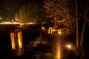 Vienkoču parkā norisinājās Uguns Nakts, kura mērķis ir vienu īso rudens dienu padarīt ilgāk gaišu, dot iespēju uzlādēt sevi ar sveču gaismu un siltumu 35