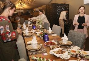 Travelnews.lv izbauda 5 zvaigžņu viesnīcas «Kingfisher Lodge» vakariņas un brokastis. Atbalsta: VisitSharjah.com un Novatours.lv 3