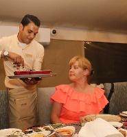 Travelnews.lv izbauda 5 zvaigžņu viesnīcas «Kingfisher Lodge» vakariņas un brokastis. Atbalsta: VisitSharjah.com un Novatours.lv 5