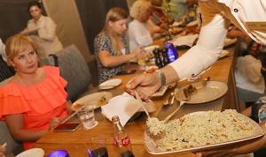 Travelnews.lv izbauda 5 zvaigžņu viesnīcas «Kingfisher Lodge» vakariņas un brokastis. Atbalsta: VisitSharjah.com un Novatours.lv 23