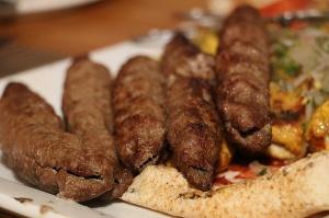 Travelnews.lv izbauda 5 zvaigžņu viesnīcas «Kingfisher Lodge» vakariņas un brokastis. Atbalsta: VisitSharjah.com un Novatours.lv 24