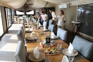 Travelnews.lv izbauda 5 zvaigžņu viesnīcas «Kingfisher Lodge» vakariņas un brokastis. Atbalsta: VisitSharjah.com un Novatours.lv 31