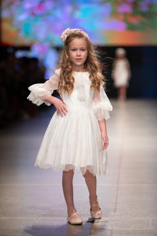 31. Rīgas modes nedēļas programma ietvērai labāko Latvijas modes mākslinieku un ārvalstu dizaineru 2020. gada pavasara-vasaras sezonas kolekciju skate