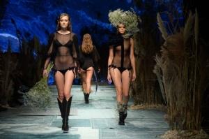 31. Rīgas modes nedēļas programma ietvērai labāko Latvijas modes mākslinieku un ārvalstu dizaineru 2020. gada pavasara-vasaras sezonas kolekciju skate 1