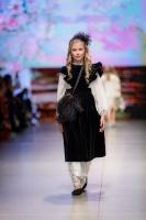 31. Rīgas modes nedēļas programma ietvērai labāko Latvijas modes mākslinieku un ārvalstu dizaineru 2020. gada pavasara-vasaras sezonas kolekciju skate 26