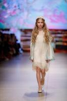 31. Rīgas modes nedēļas programma ietvērai labāko Latvijas modes mākslinieku un ārvalstu dizaineru 2020. gada pavasara-vasaras sezonas kolekciju skate 32