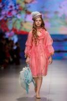 31. Rīgas modes nedēļas programma ietvērai labāko Latvijas modes mākslinieku un ārvalstu dizaineru 2020. gada pavasara-vasaras sezonas kolekciju skate 33
