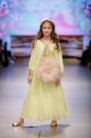 31. Rīgas modes nedēļas programma ietvērai labāko Latvijas modes mākslinieku un ārvalstu dizaineru 2020. gada pavasara-vasaras sezonas kolekciju skate 35
